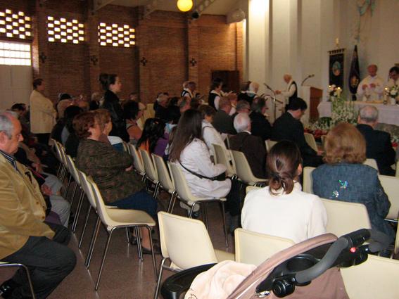 Cofrades en la Misa de Pascua